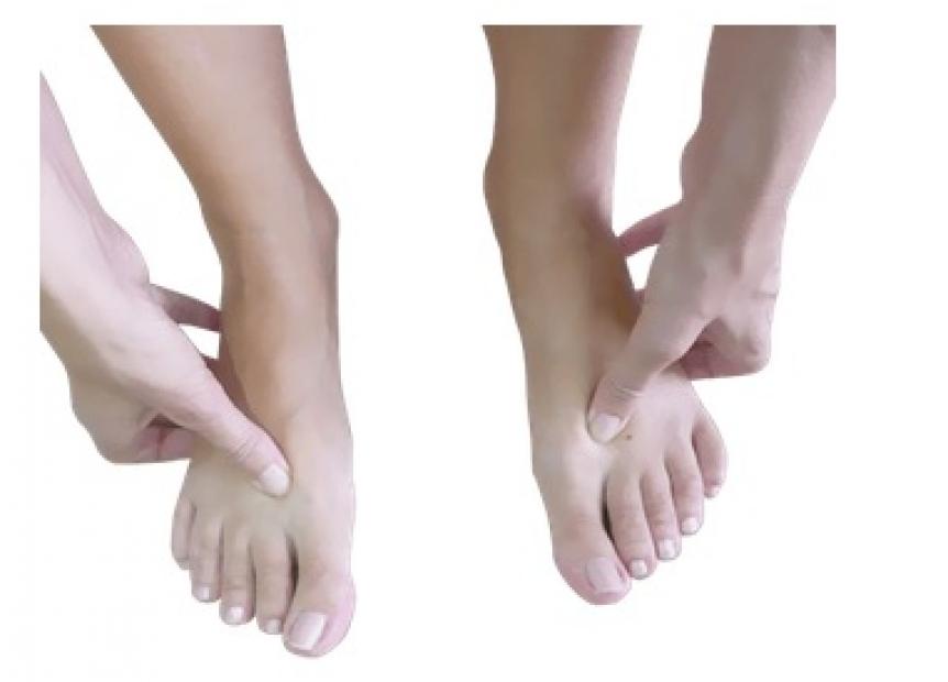 Bolest kloubu malicku na noze